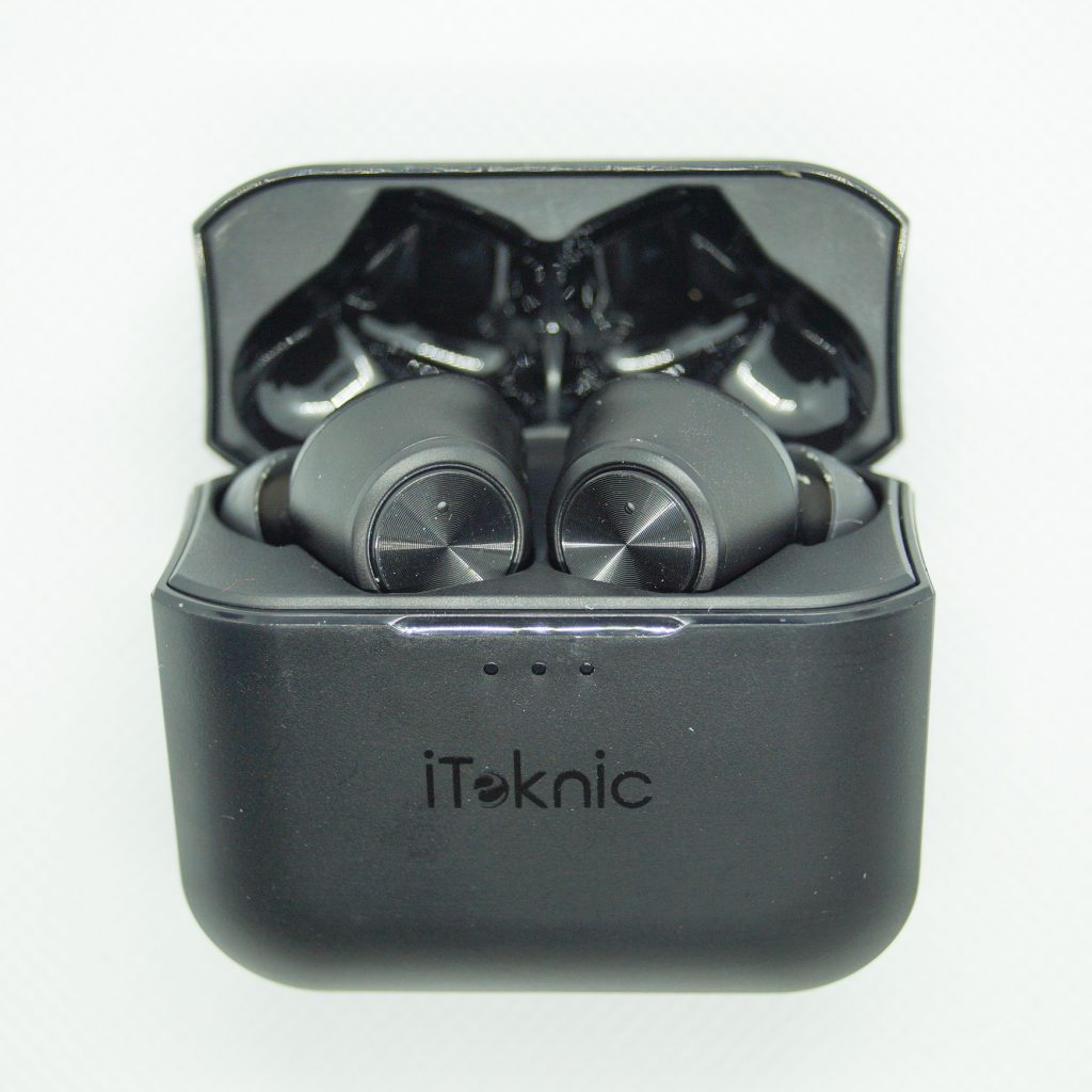 iTeknic Bluetooth Kopfhörer in Ladecase