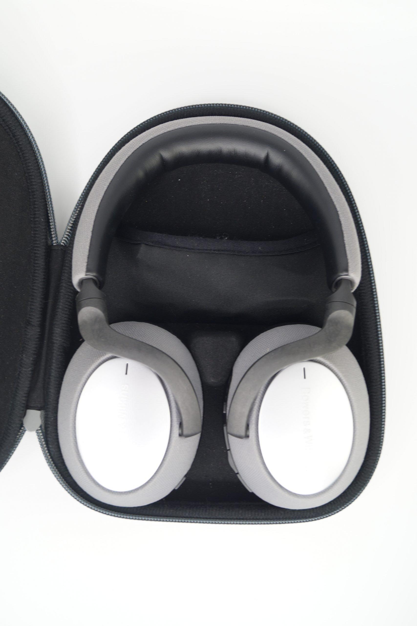 Kopfhörer im Schutzcase Bowers & Wilkins PX7